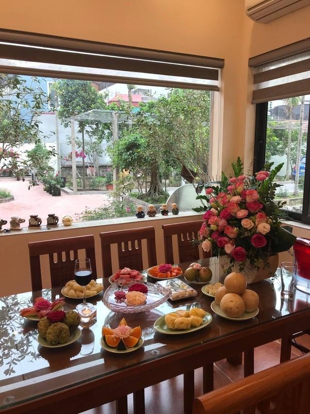 Không gian mở của khu bếp nhìn ra sân vườn