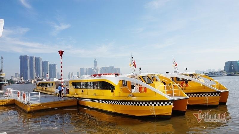 Buýt đường sông Sài Gòn giảm gấp đôi số chuyến vì vắng khách