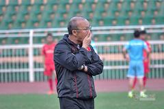 Tuyển Việt Nam: V-League không hủy, thầy Park vẫn bất an