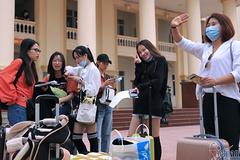 Việt Nam có số ca nghi nhiễm kỷ lục, cách ly và theo dõi hơn 52.000 người