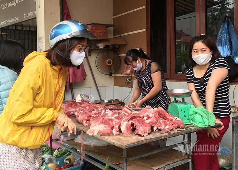 Hàng nội đắt mãi không giảm, dân chuyển ăn thịt lợn nhập khẩu