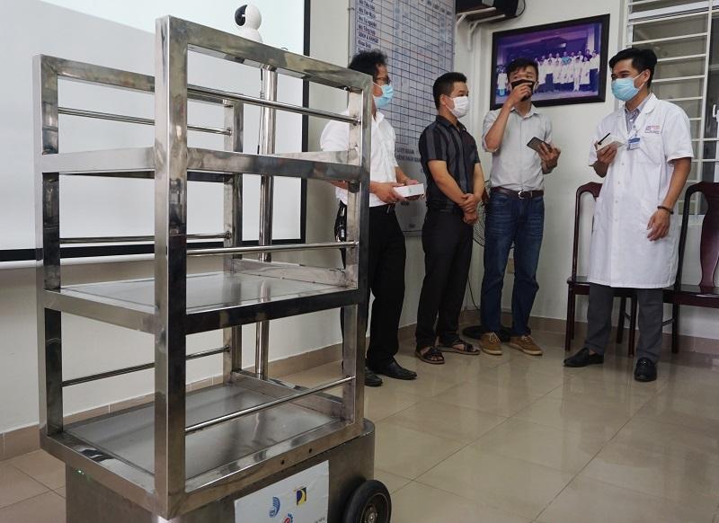 ĐH Đà Nẵng chế tạo robot phục vụ bệnh nhân cách ly Covid-19