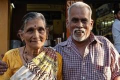 Vợ chồng 70 tuổi bán trà, vay tiền ngân hàng để đi khắp thế giới