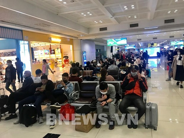 Flights carrying Vietnamese to Tan Son Nhat airport suspended