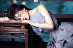 Cao Thái Hà khoe vẻ đẹp ma mị