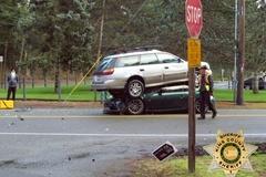 Hai ôtô xếp chồng lên nhau sau va chạm trực diện
