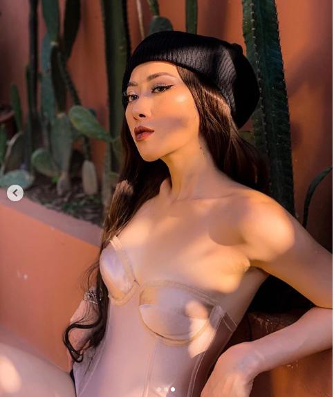 Mặc bikini đi tập gym, cô gái Việt gây tò mò trên Instagram
