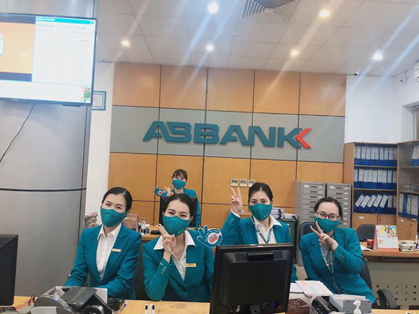 ABBank góp 3 tỉ đồng mua kit xét nghiệm chống dịch Covid-19