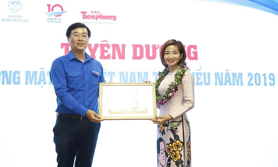 20 gương mặt trẻ Việt Nam 2019 trích tiền thưởng ủng hộ chiến dịch chống Covid-19