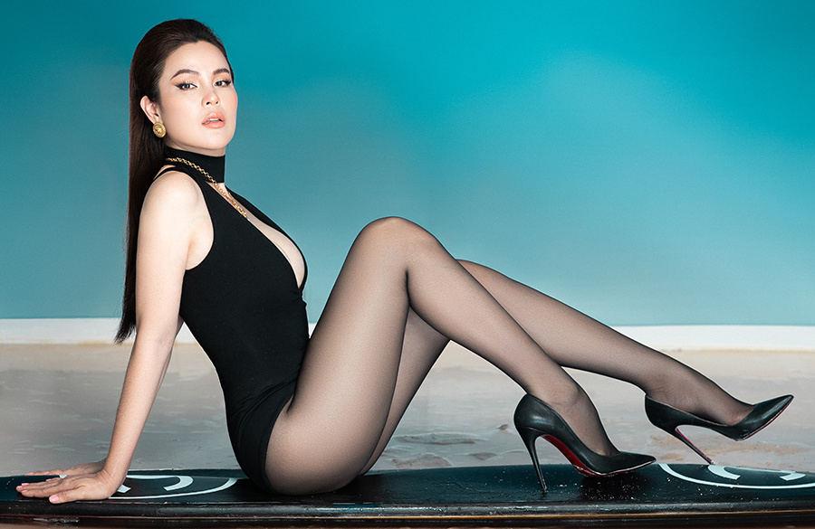 Hoa hậu 3 con Phương Lê nóng bỏng trong series áo ắm