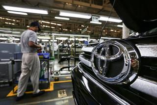 Đẩy lùi xe nhập khẩu, làm ô tô nội địa đủ cho dân Việt đi