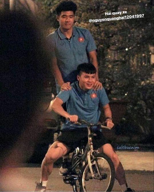 Văn Hậu, Đức Chinh bắt trend chọc Quang Hải cực lầy, 'Hải, quay xe'