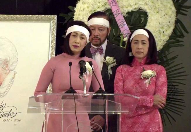 Ca sĩ Ý Lan đau xót vì đám tang mẹ Thái Thanh vắng lặng