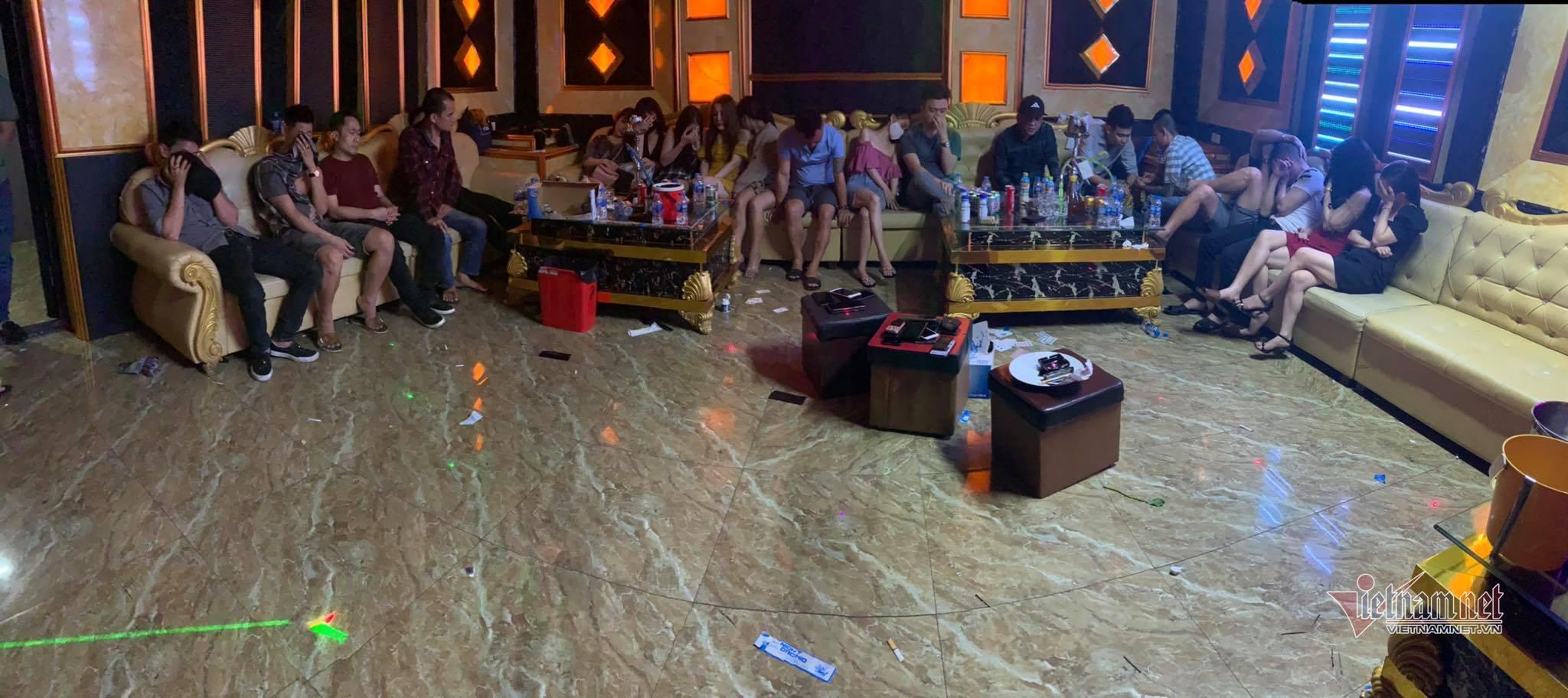 Khách sạn mở tiệc ma túy, 75 nam nữ bay lắc giữa cao điểm dịch