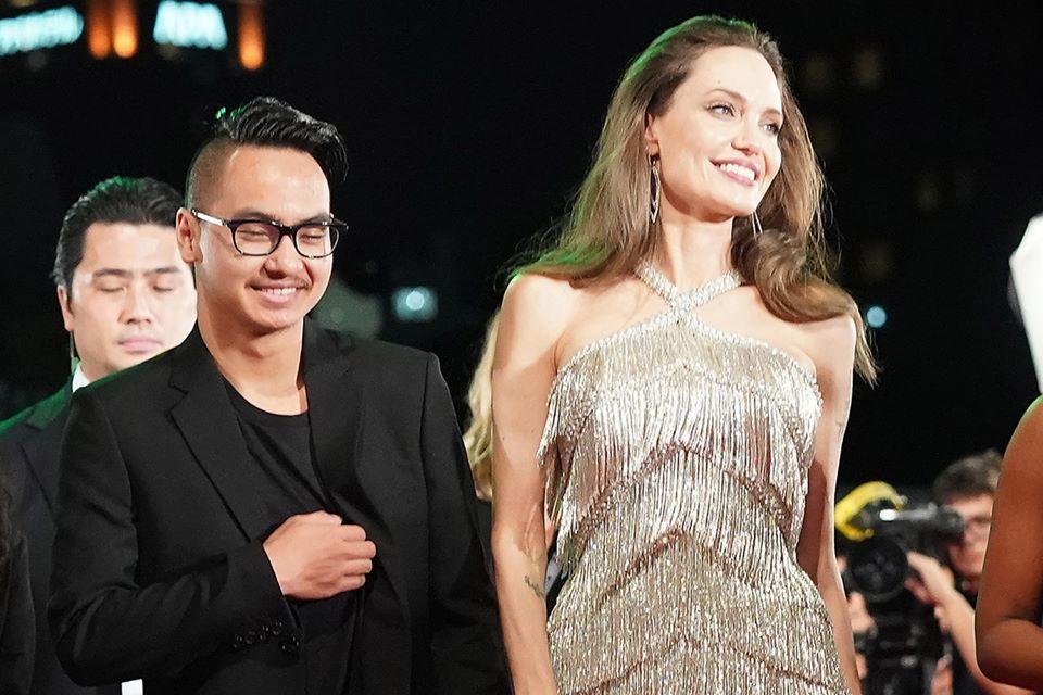 Con trai cả của Angelina Jolie rời Hàn Quốc về nước sớm