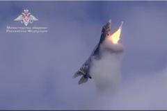 Xem chiến cơ Nga phóng tên lửa trong lúc bay dựng đứng