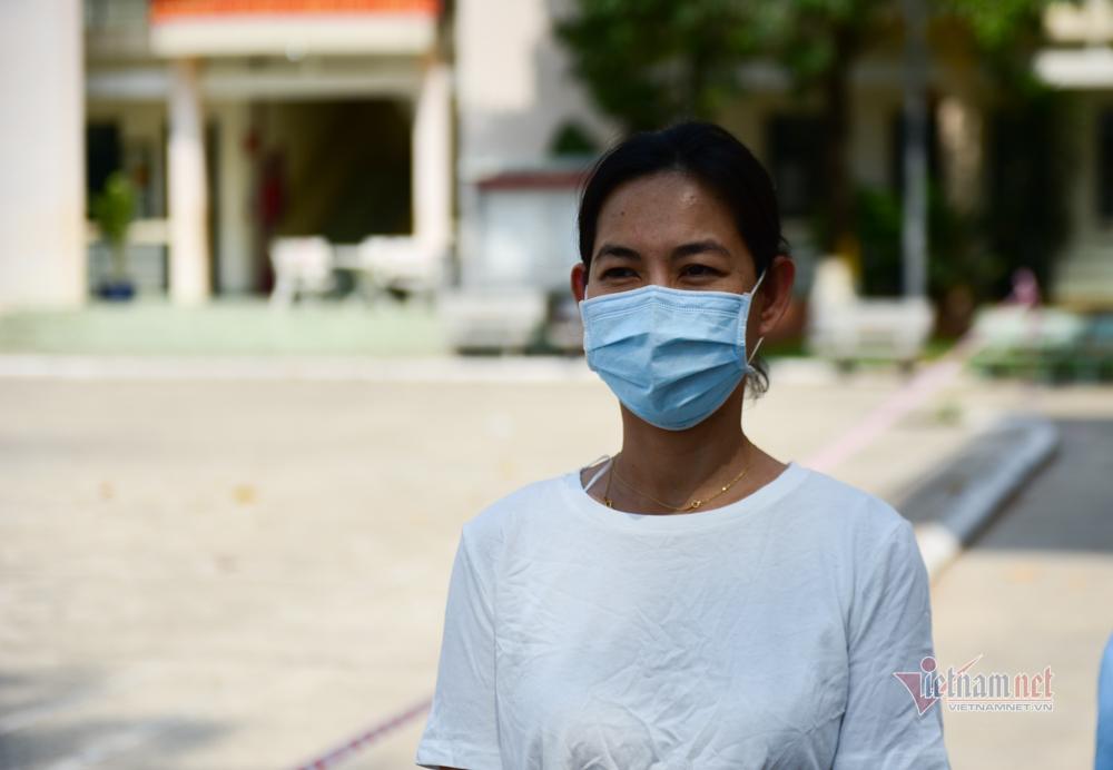 Mẹ Việt trong khu cách ly nhắn con trai: Con ở Pháp đi, về lại thêm gánh nặng