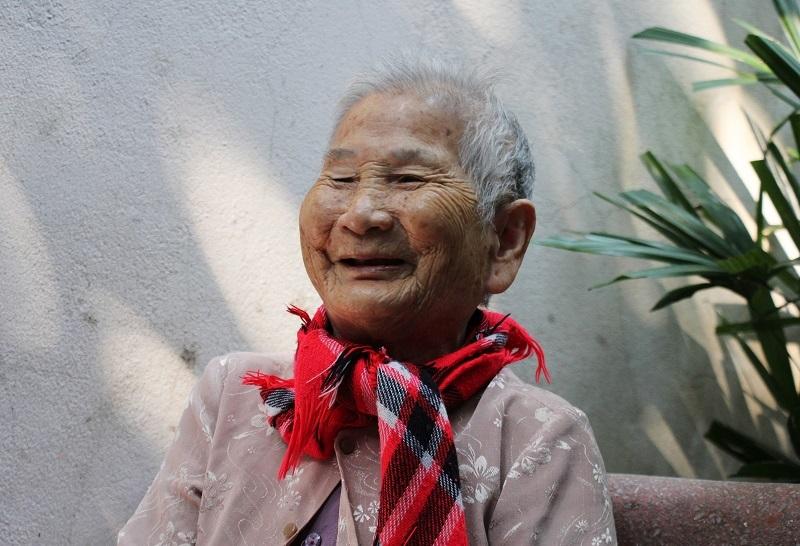 Mẹ Việt Nam anh hùng 91 tuổi tặng hết tiền tiết kiệm chống dịch Covid-19