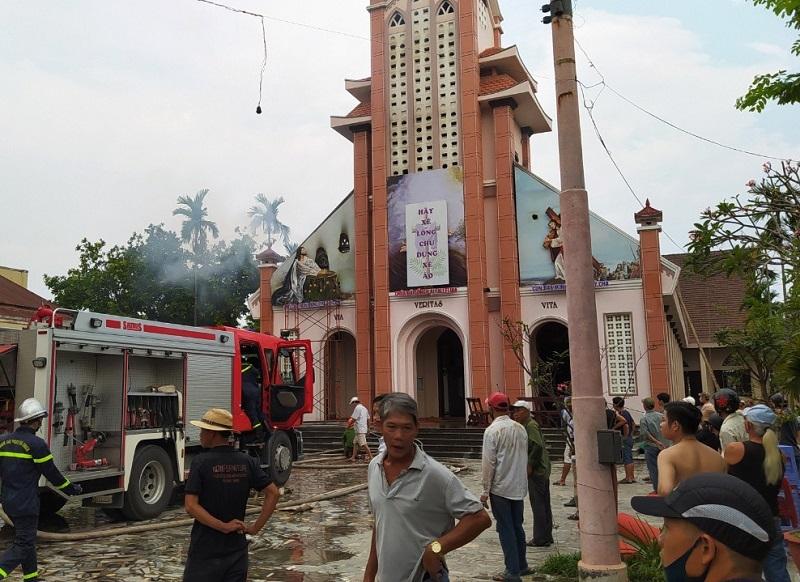 Đang sửa chữa, nhà thờ ở Đà Nẵng bốc cháy nghi ngút