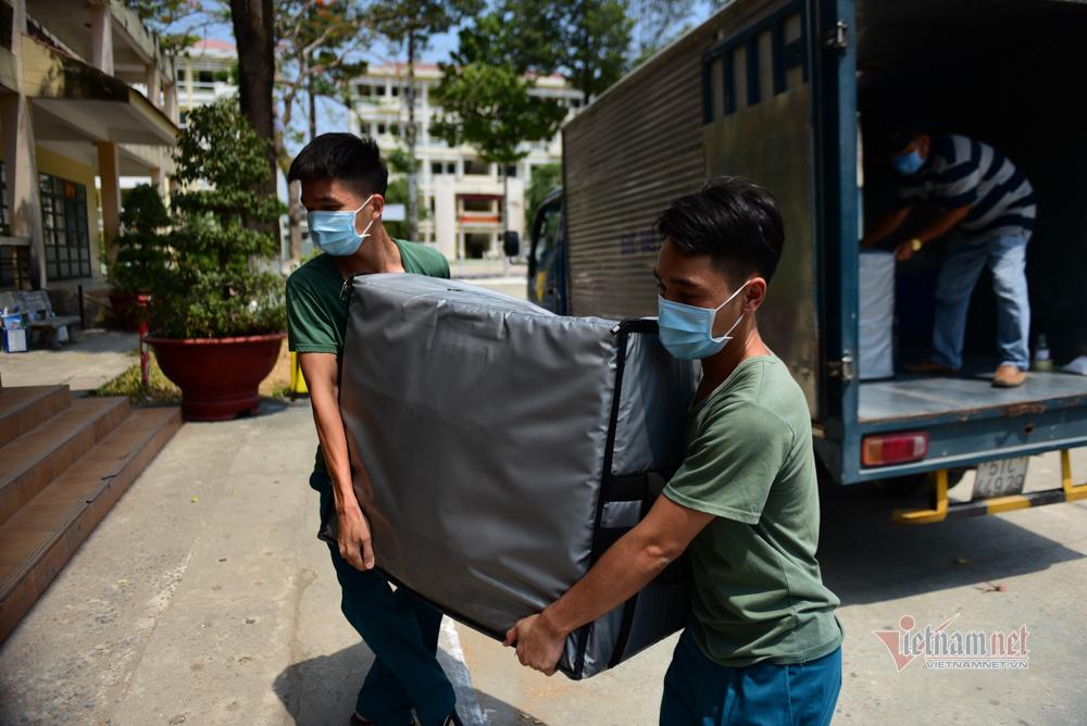 Cuộc sống trong khu cách ly quân sự gần nghìn người ở Sài Gòn