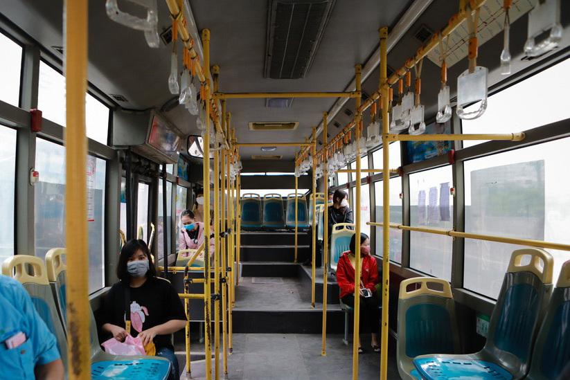Kiến nghị cho taxi, xe khách hoạt động bình thường ở Hà Nội