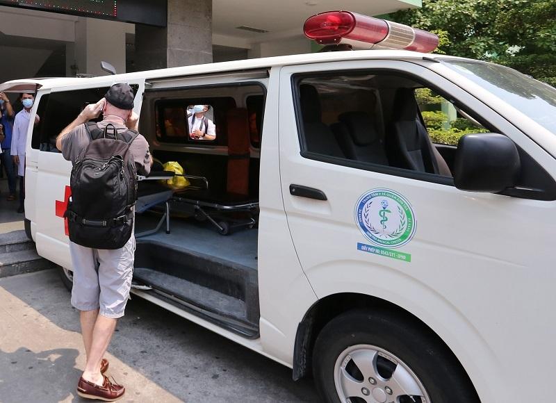 Hình ảnh 3 bệnh nhân nhiễm Covid-19 ở Đà Nẵng xuất viện