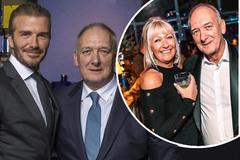 Ở tuổi 71, bố David Beckham cưới vợ kém 11 tuổi