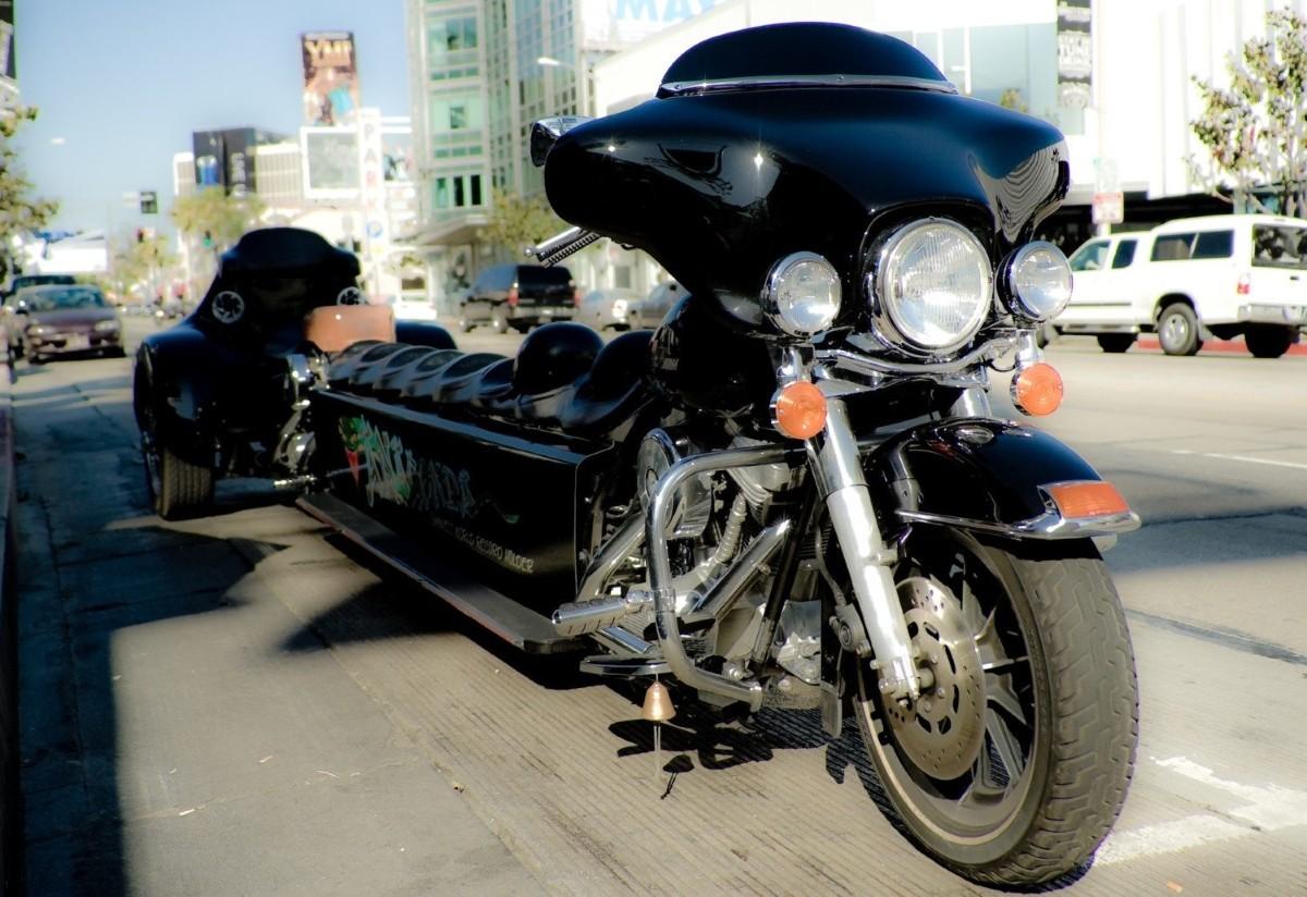 Choáng với chiếc mô tô dài nhất thế giới có thể chở được 9 người