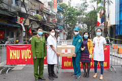 ĐH Đại Nam tặng hơn 2000 lít gel sát khuẩn giúp cộng đồng chống Covid19