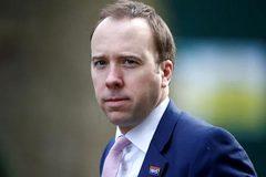 Sau Thủ tướng, Bộ trưởng Y tế thông báo nhiễm Covid-19, Anh báo động đỏ