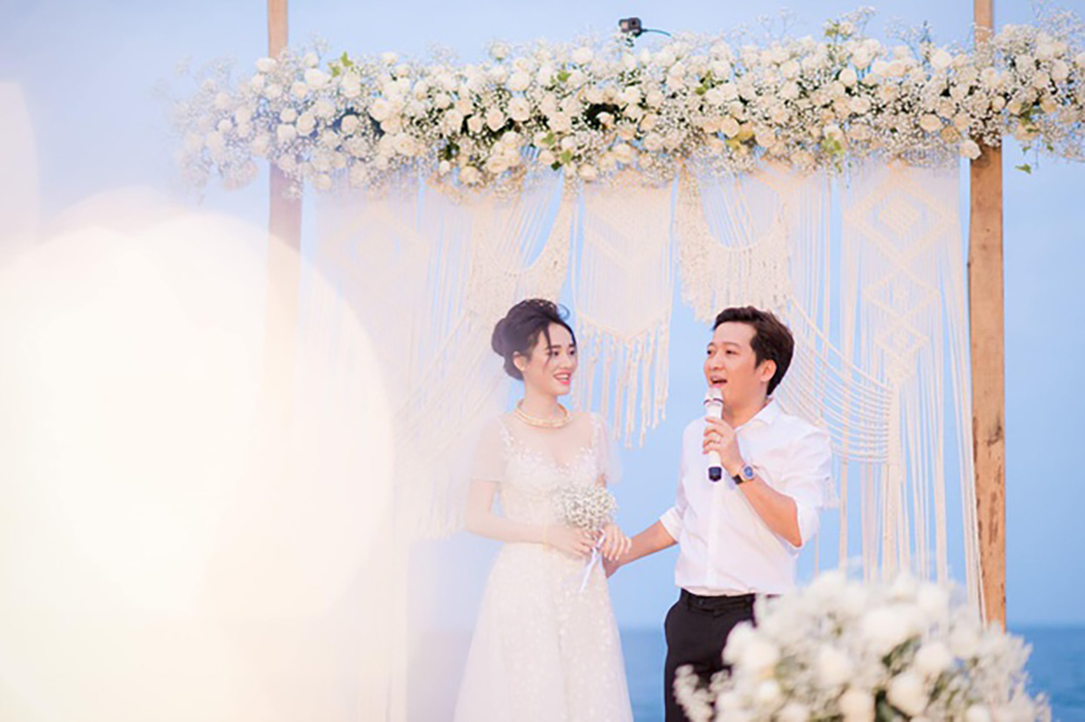 Trường Giang, Nhã Phương lần đầu công bố ảnh cưới