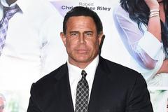 Diễn viên 'Iron Man 2' bị bắt vì bán thuốc chữa Covid-19 giả
