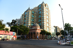Đường phố Sài Gòn vắng người qua lại, hàng quán đóng cửa