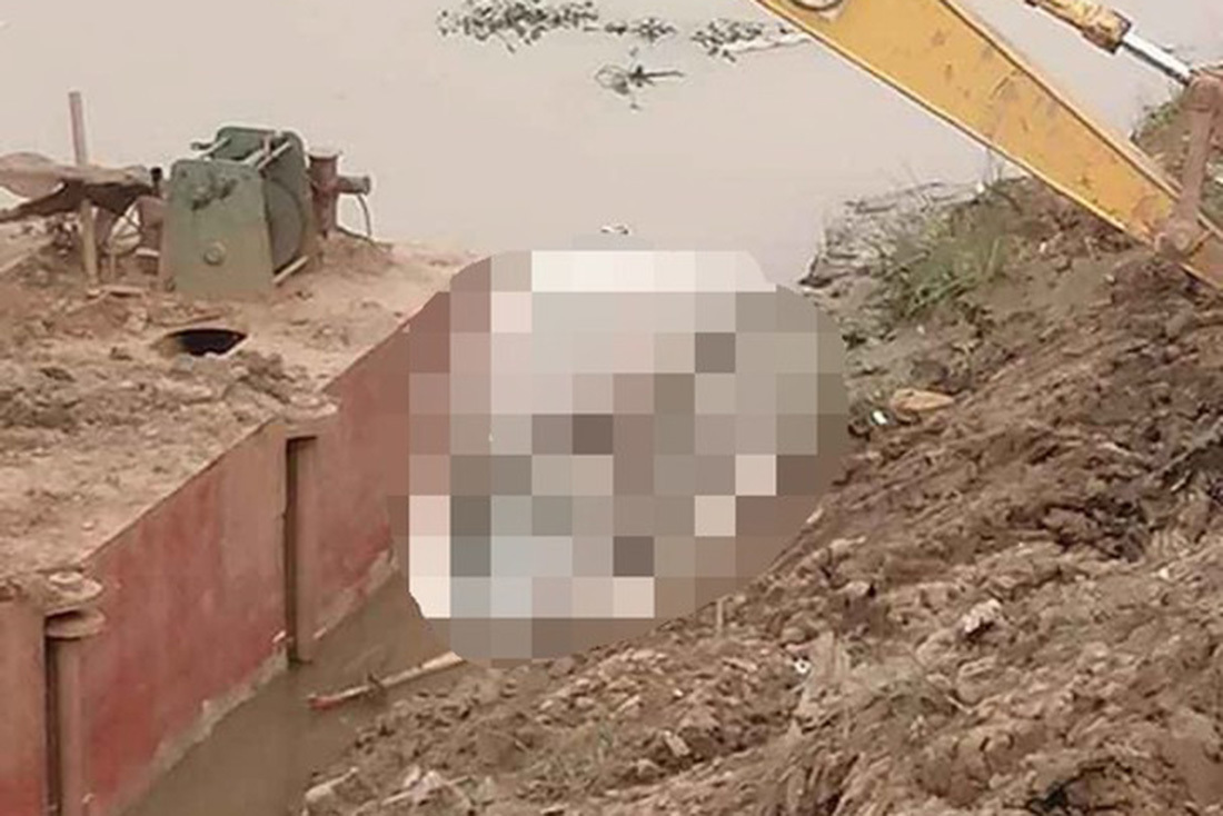 Phát hiện thi thể nữ sinh khi nạo vét kênh ở Nghệ An