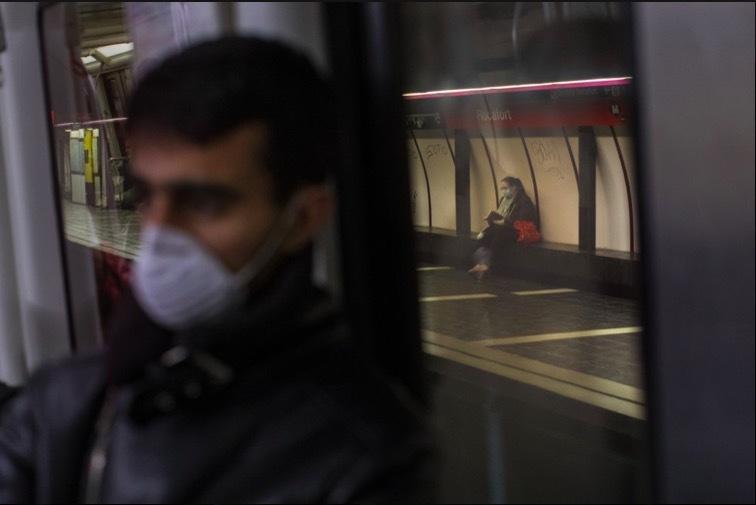 """""""Bảo bối"""" của người dùng tàu xe công cộng thời dịch Covid-19"""