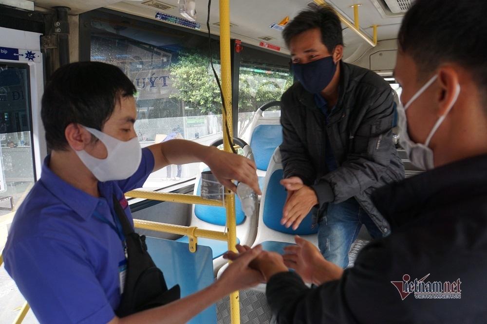 Khuyến cáo nguyên tắc 'vàng' tránh nhiễm Covid-19 khi đi tàu xe