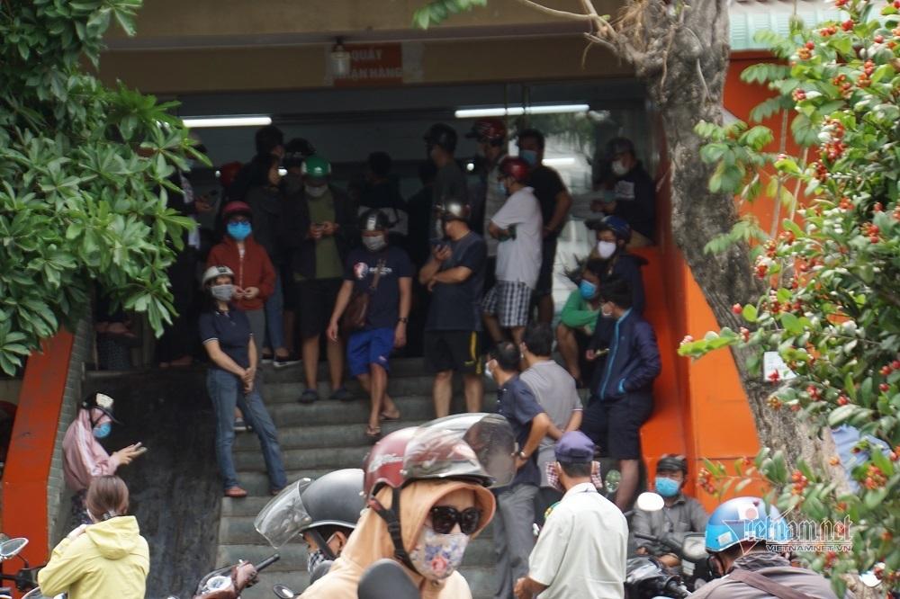 Bên trong bến xe lớn nhất Sài Gòn ngày đầu cao điểm chống dịch Covid-19