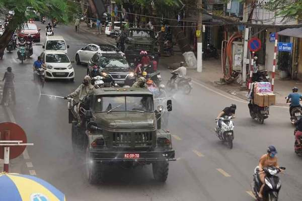 Hải Phòng đưa xe quân đội khử trùng toàn thành phố