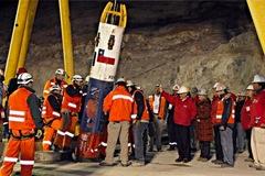 Thợ mỏ từng kẹt dưới hầm chia sẻ cách vượt đại dịch Covid-19
