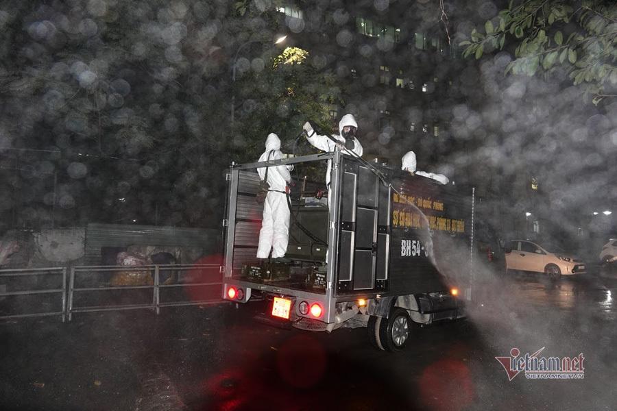 Toàn bộ BV Bạch Mai được Binh chủng hóa học phun khử trùng tiêu độc