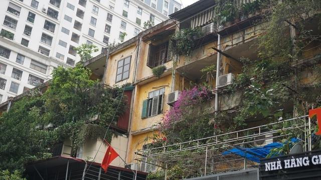 Nghịch lý: Nhà tập thể cũ 'nát' vẫn đắt gấp đôi căn hộ chung cư sang