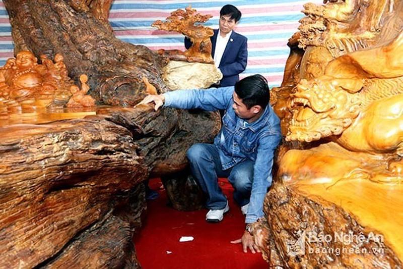 Cận cảnh những bộ bàn ghế tứ linh tiền tỷ của giới siêu giàu Việt