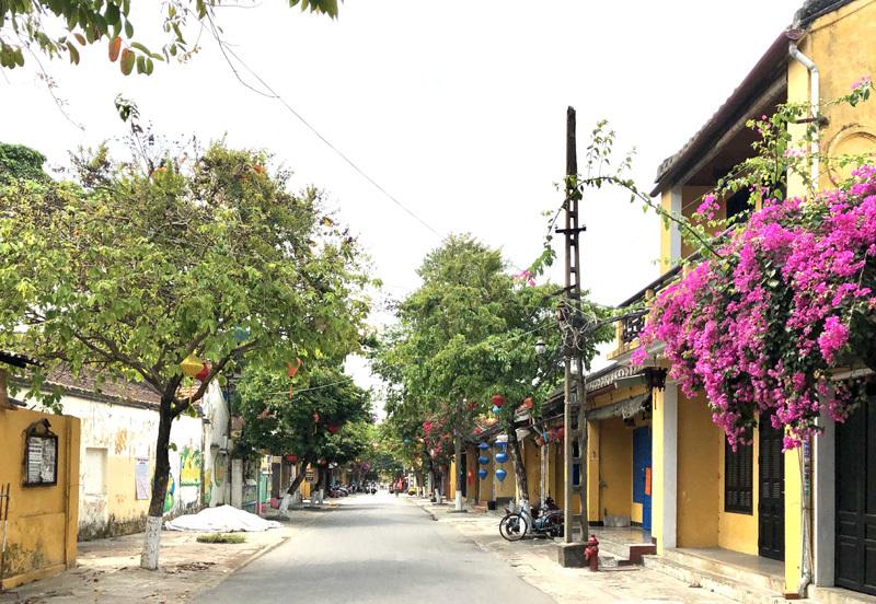 Khắp phố cổ Hội An tĩnh lặng, nhà hàng đồng loạt cửa đóng then cài
