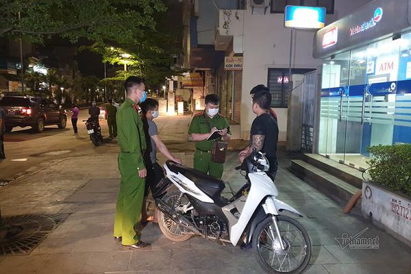 Đêm đầu tiên 'giới nghiêm' sau 22h, 43 người về khu tập trung ở Hạ Long