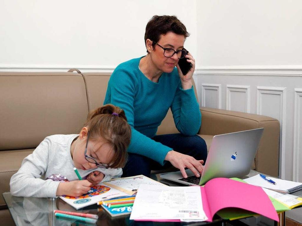 Phụ huynh Mỹ chật vật khi con học tại nhà