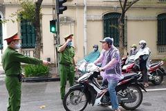 Hà Nội, Đà Nẵng mạnh tay với người ra đường không đeo khẩu trang