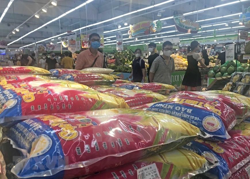 Hanoi, HCM City ensure sufficient supply of essential goods