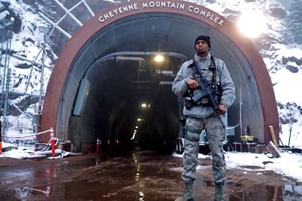 Lầu Năm góc dần sơ tán quân lên núi phòng kịch bản xấu vì Covid-19
