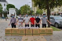 Tuấn Hưng, Thái Thuỳ Linh ủng hộ bác sĩ Bạch Mai chống Covid-19