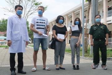 Bệnh nhân nước ngoài cảm ơn Việt Nam ngày ra viện